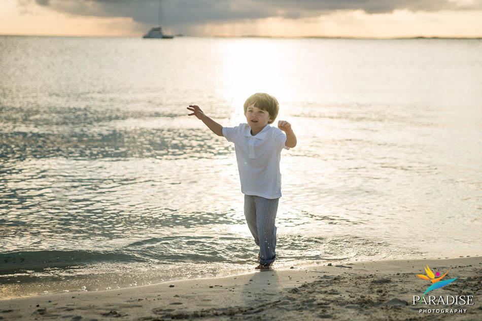 007 TURKS-AND-CAICOS-portrait-family-beach 08725