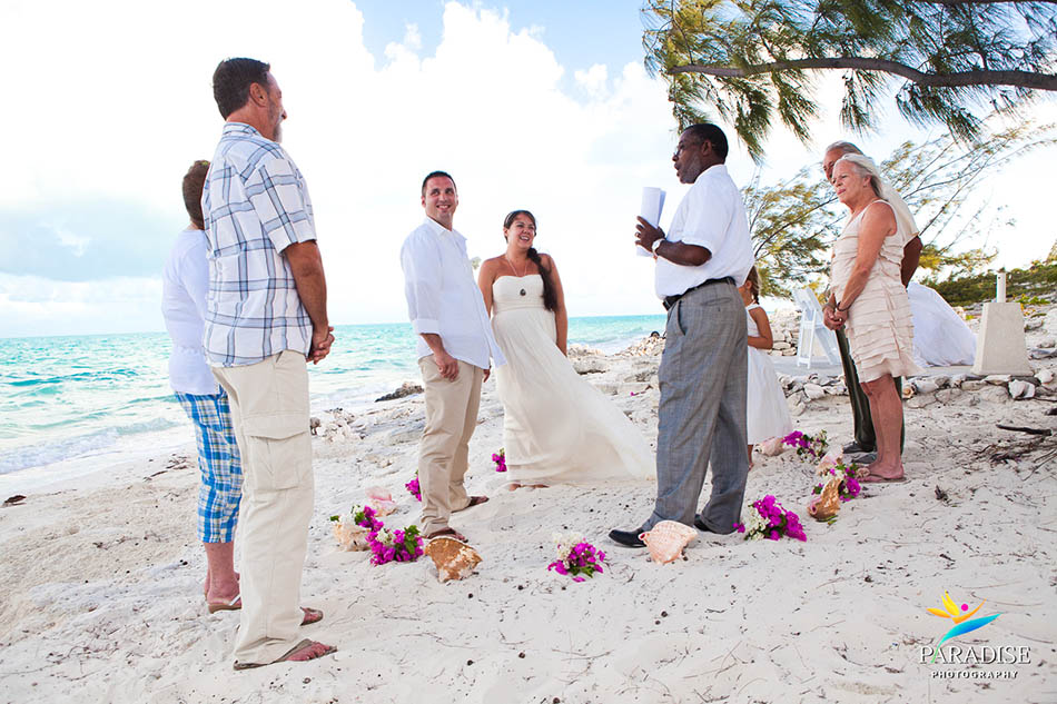 016-caicos-grace-bay-photographer-best-wedding-candid-photos-turks-and