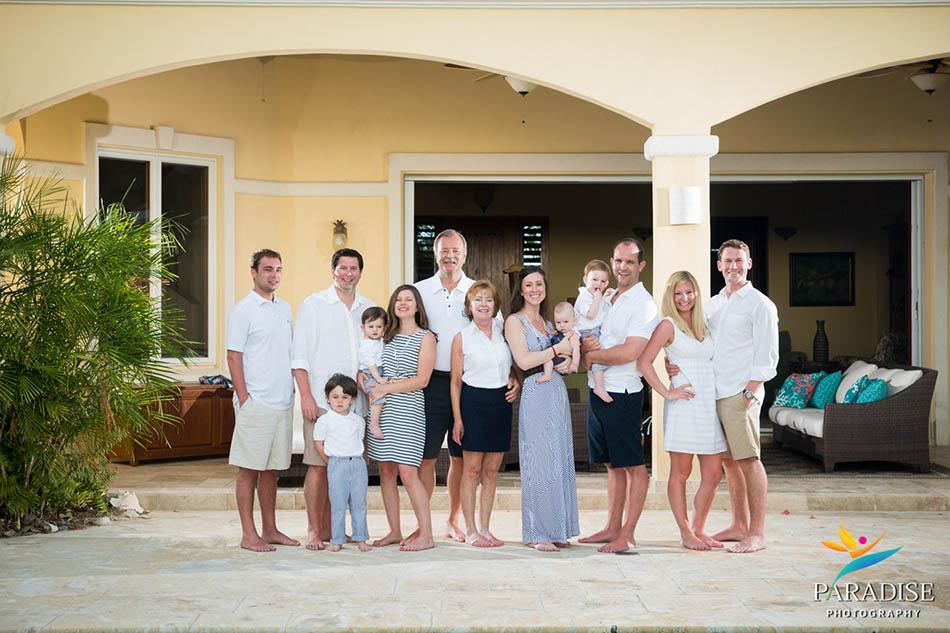 001 TURKS-AND-CAICOS-portrait-family-beach 08505