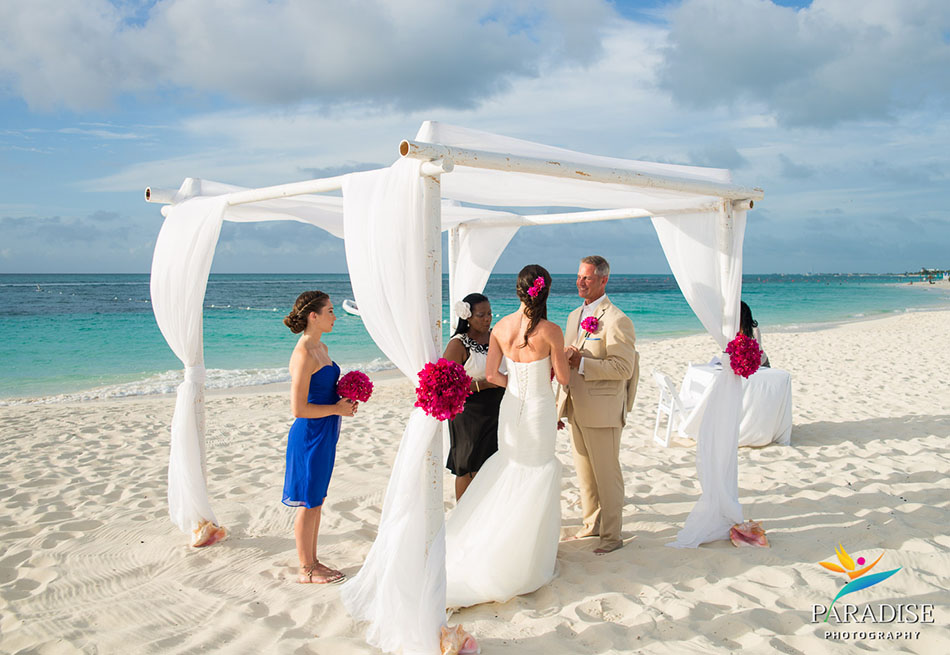 024-destination-wedding-pictures-photos-photography-grace-bay-beach-bride-groom