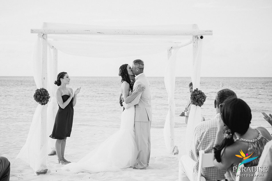 029-destination-wedding-pictures-photos-photography-grace-bay-beach-bride-groom