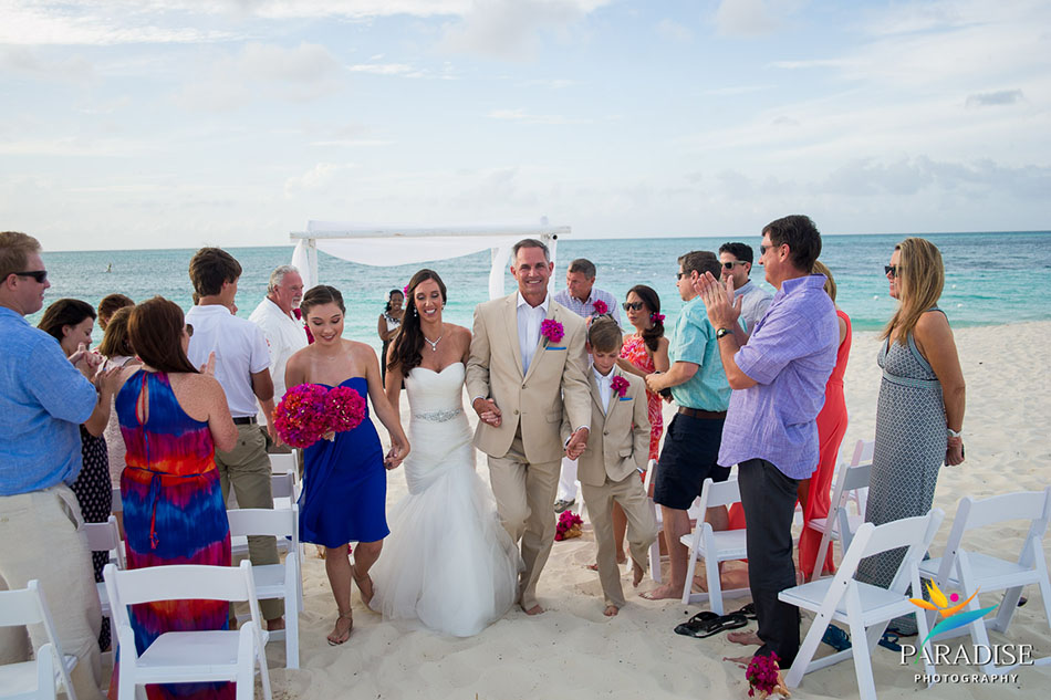 030-destination-wedding-pictures-photos-photography-grace-bay-beach-bride-groom