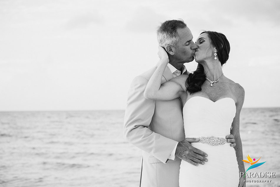 034-destination-wedding-pictures-photos-photography-grace-bay-beach-bride-groom