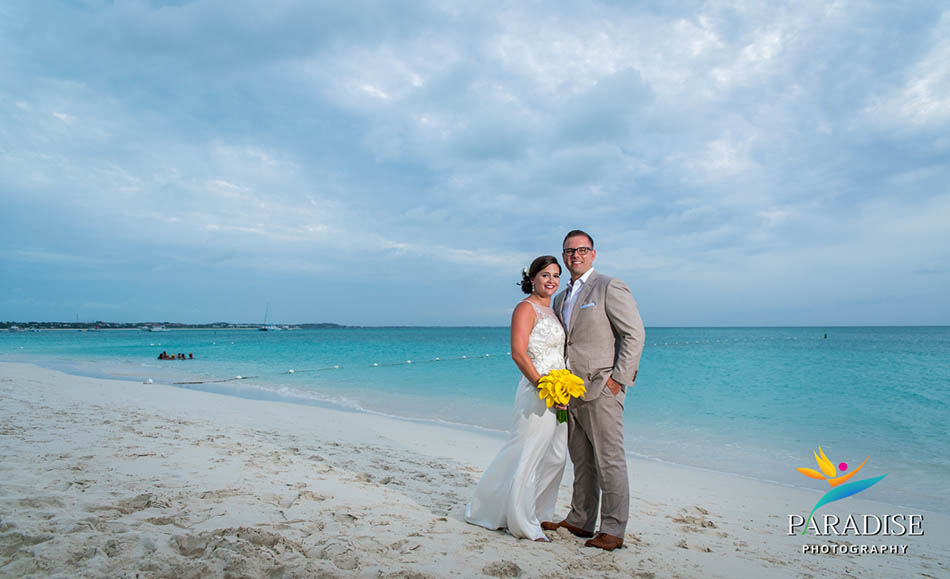 043-turks-and-caicos-wedding-destination-photographer-photography-pics-portrait-pictures-best-beach-grace-bay-palms
