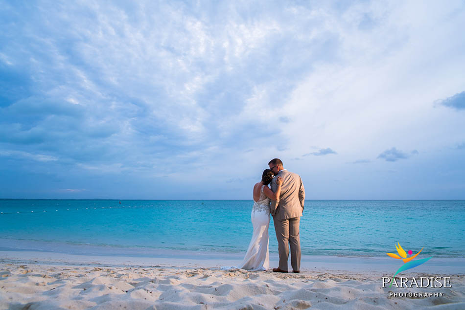 056-turks-and-caicos-wedding-destination-photographer-photography-pics-portrait-pictures-best-beach-grace-bay-palms
