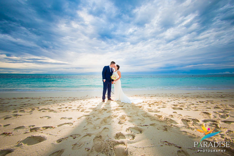028 grace-bay-beach-destination-wedding-photos